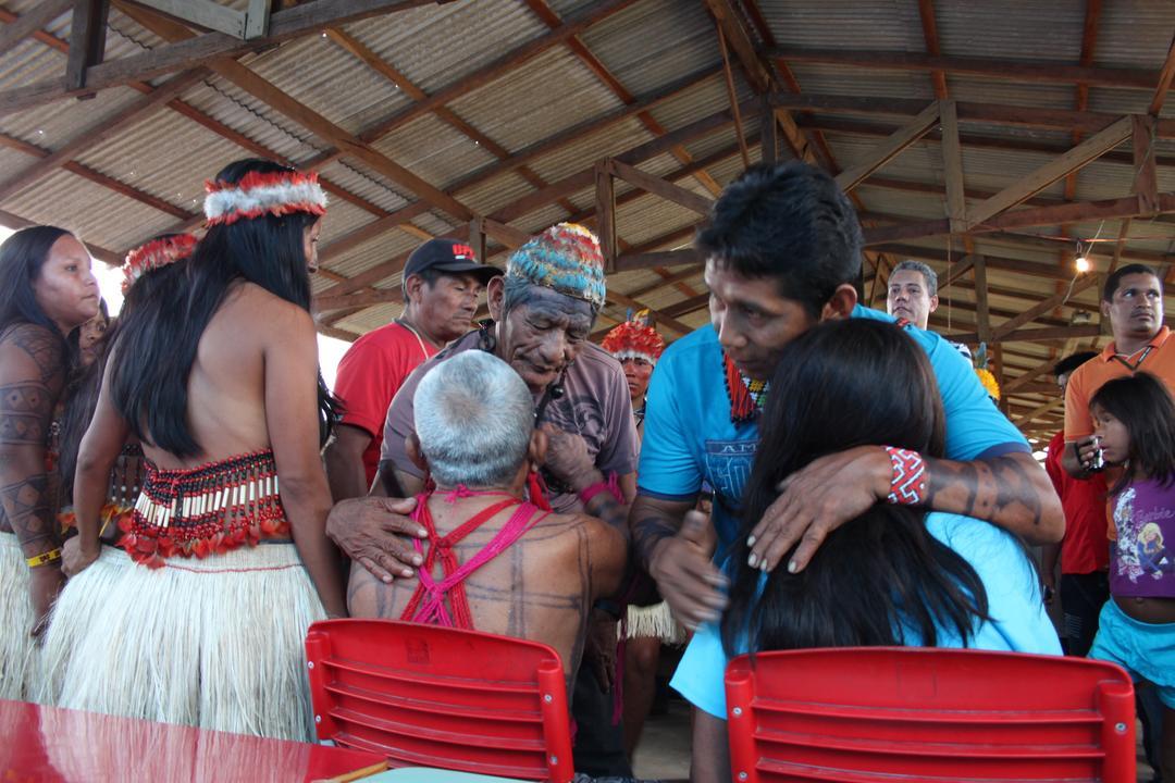 Na Amazônia, as bibliotecas estão sendo incendiadas