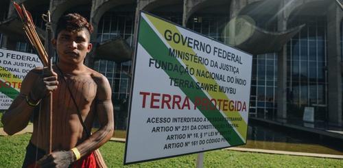 Vão atirar nos indígenas em Brasília, para todo mundo ver?